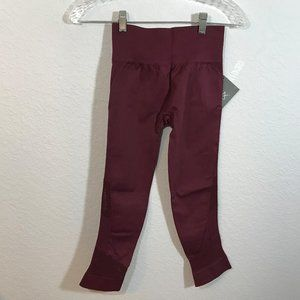 NUX NWT Pinot Network Athletic Capris